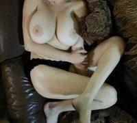 Είμαι η Άννα 21 χρονών Ελληνίδα όμορφη και πολύ γλυκιά κοπέλα με ωραίο σώμα